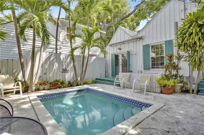 perfect pineapple key west rental pool